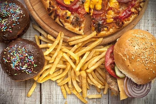 Hindari 5 makanan ini agar wajahmu tak berjerawat