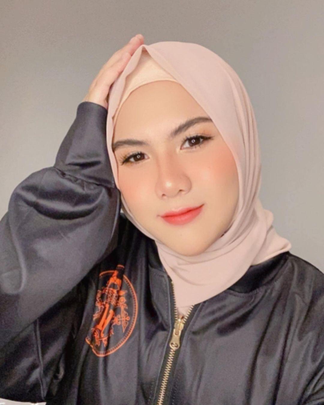 6 Potret cantik Evelin Nada Anjani saat kenakan hijab, tuai pujian