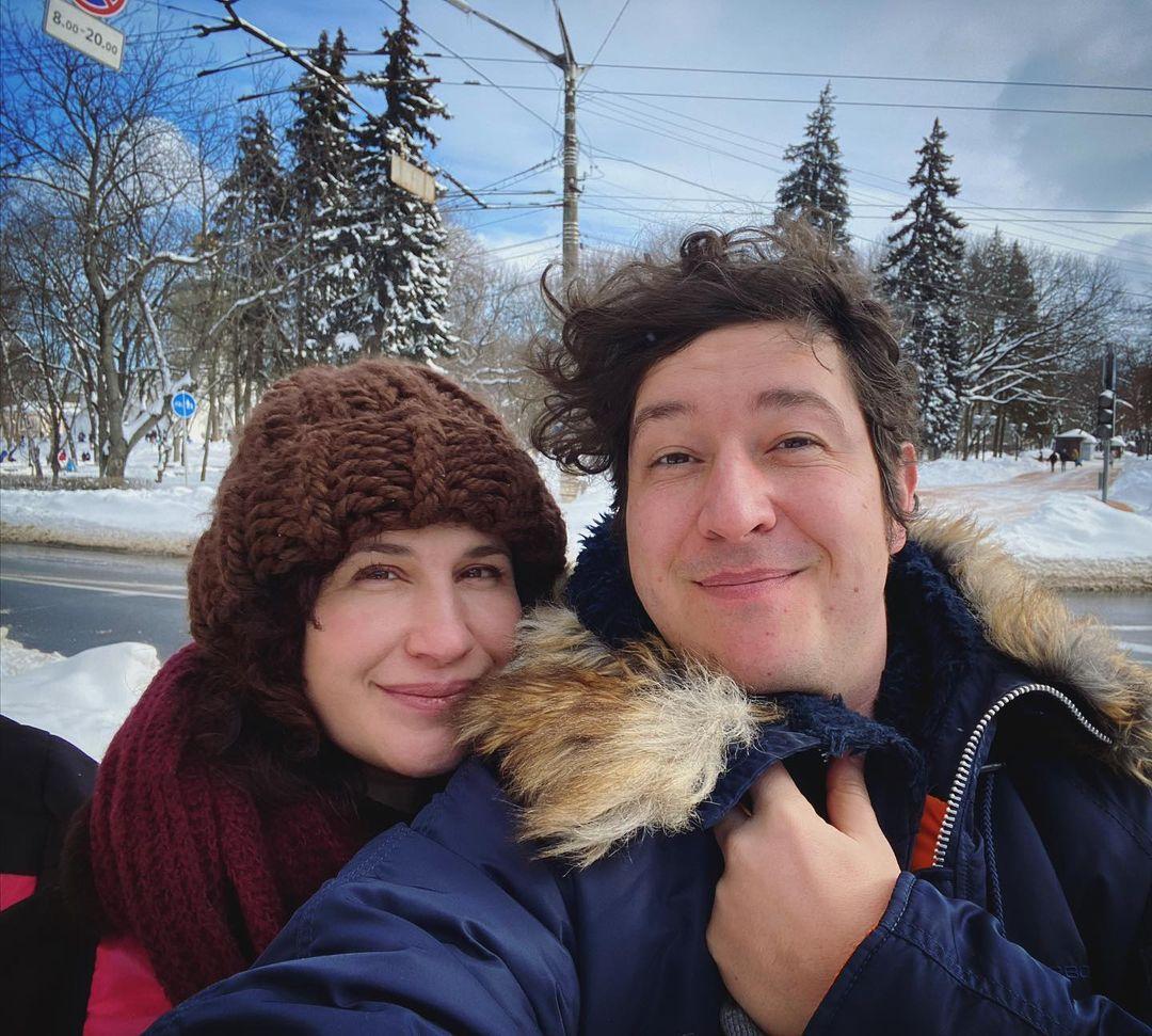 Dmitry Shurov dan istri