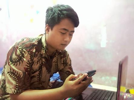 (Relawan Andika Bayu Aji saat digital tracing dari kamarnya, 11 Agustus 2021)