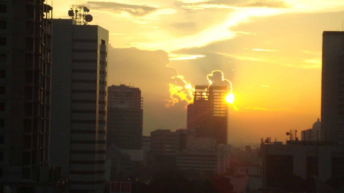 Sunset dari Rooftop Hotel Merr, Surabaya.