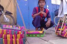 Pria ini tak lelah jalan kaki susuri Pulau Jawa jual gamelan mainan