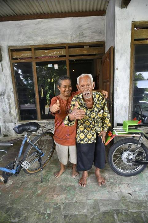 Ini foto-foto bahagia Mbah To bertemu dengan istrinya