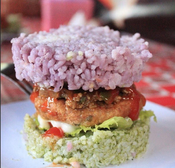 Sarjana matematika tekuni bisnis burger nasi warna-warni, top!