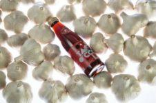 Ada-ada saja, minuman soda ini rasa bawang putih, kamu mau coba?