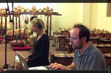 VIDEO: Bule ini mengaransemen lagu macapat jadi modern, keren banget!