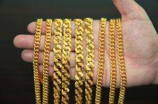 Memakai perhiasan emas berdampak buruk bagi kesehatan