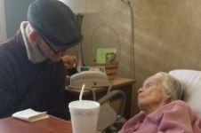 Kakek nenek ini tetap setia dalam sakit setelah 60 tahun menikah
