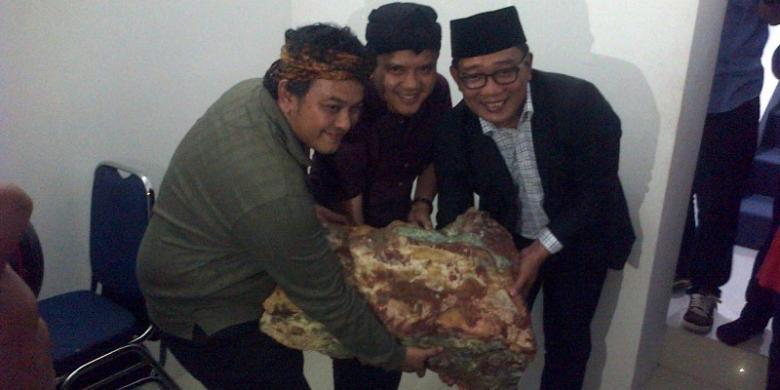 Wow, batu akik seberat 60 kg akan jadi souvenir Konferensi Asia Afrika