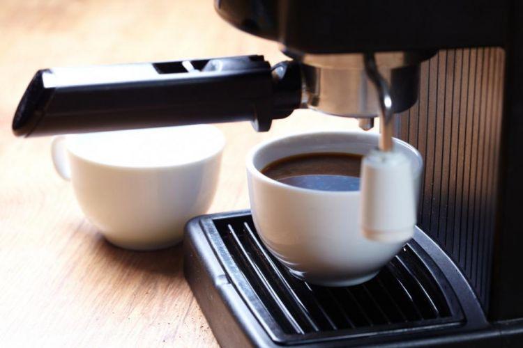 Hasil penelitian: Cowok peminum 2 gelas kopi/hari rentan ngompol