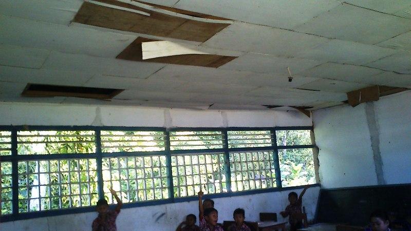 Mirisnya pendidikan di perbatasan, ruang kelas rusak & bukunya lawas