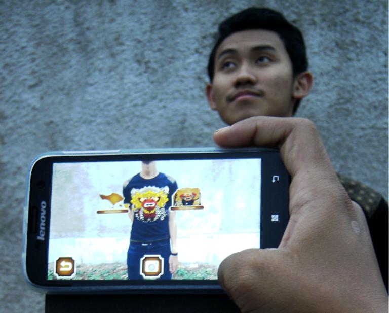 Kaos bikinan mahasiswa ITS ini terintegrasi teknologi Android, keren!