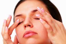Sering mengucek mata bisa bikin kebutaan