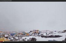 VIDEO: Bikin merinding, longsoran Everest bikin pendaki ketakutan