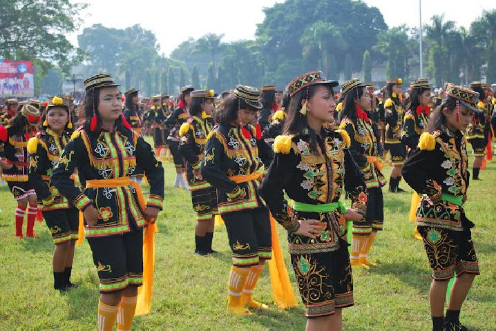 Berkat tari, puluhan anak kampung ini diundang ke istana negara