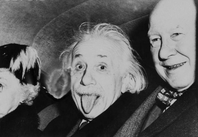 Ini dia cerita di balik foto Einstein menjulurkan lidah