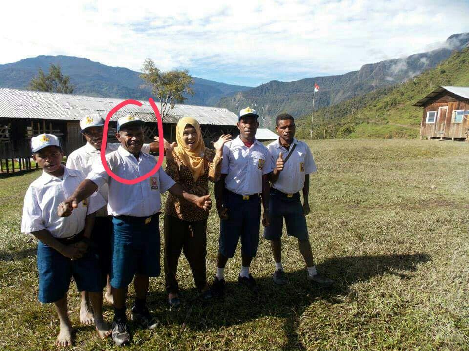 Tolak kebodohan, bapak 3 anak berumur 54 tahun jadi murid SMP di Papua