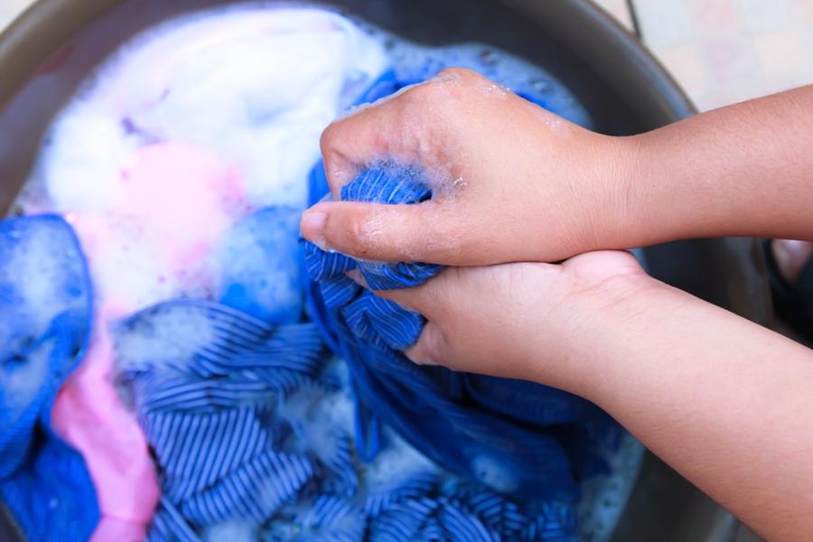 Begini cara terbaik mencuci biar pakaian tetap awet