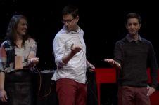 VIDEO: Gunakan alat ini kamu bisa kendalikan gerakan tangan orang lain
