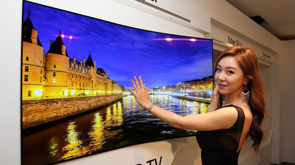 Televisi super tipis dari LG ini sudah mirip wallpaper saja