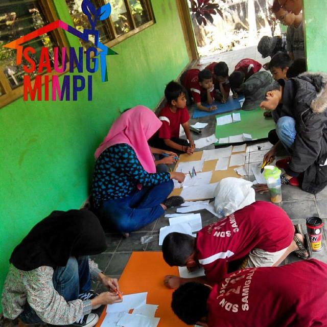 Bikin anak didik enjoy belajar, lihat cara komunitas Saung Mimpi ini