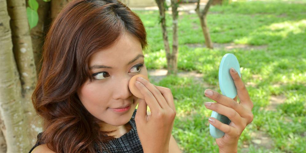 4 Kesalahan sepele saat menghapus make up
