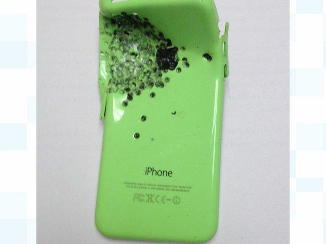 Pria ini selamat dari tembakan mematikan berkat iPhone 'antipeluru'