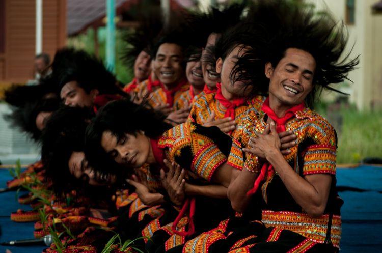 Di Aceh Gayo, setiap lelaki wajib bisa Tari Saman