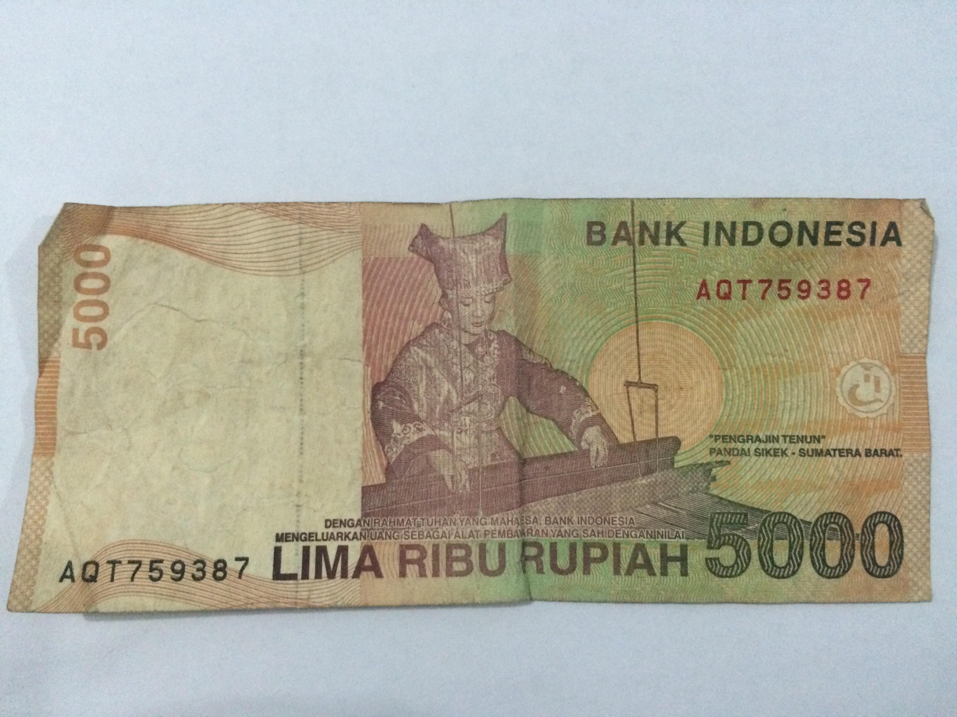 Siapa gerangan wanita penenun di uang kertas Rp 5.000?