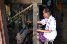 Imbalan tak seberapa, Mbah Hadi tetap senang menjadi penenun stagen