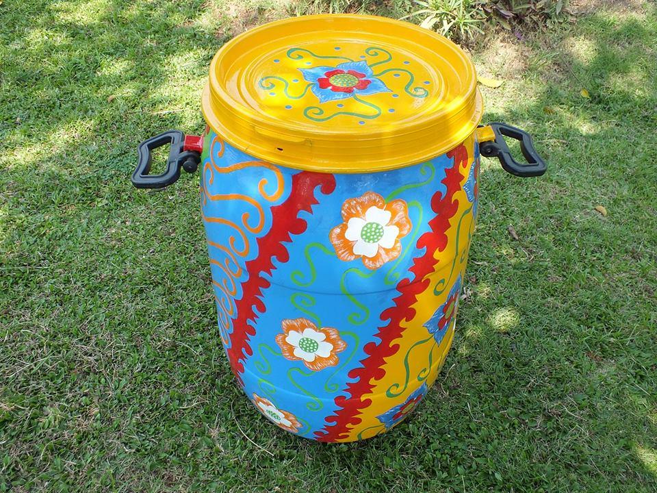Berkreasi membuat tong sampah unik, napi Pekalongan kebanjiran order