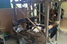 Wow, desa ini masih mempertahankan tradisi menenun stagen, salut!