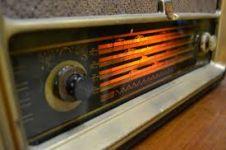 5 Alasan mengapa mendengarkan radio itu keren
