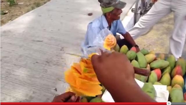 VIDEO: Cara baru dan mudah kupas mangga hingga seperti bunga mekar