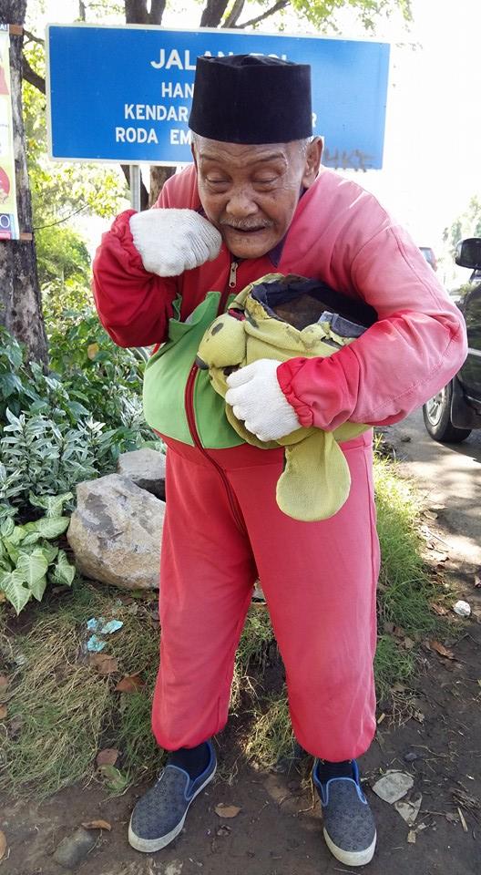 Fakta kakek berkostum Winnie The Pooh, penghasilannya Rp 500 ribu/hari