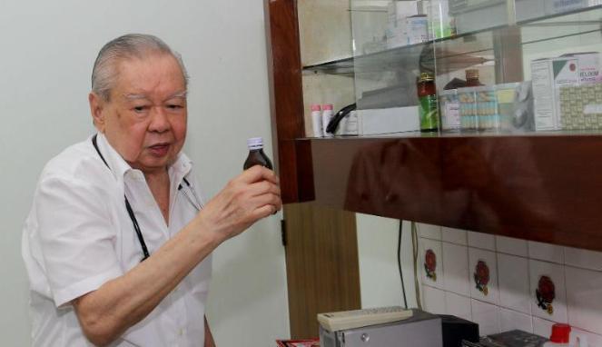 Dokter Lo Siaw Ging, tiap bulan bayar tagihan resep pasien Rp 10 juta