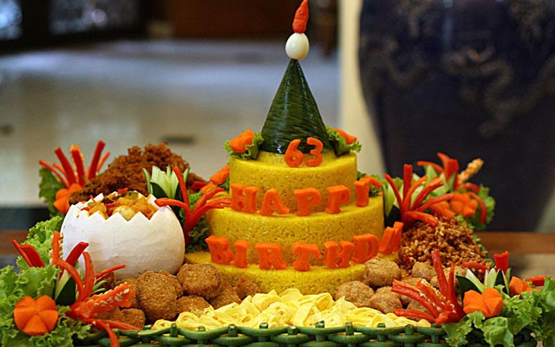 Ini makna sayuran dan lauk yang sering disajikan pada nasi tumpeng