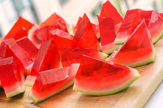 Jell-O, puding dalam semangka yang bisa maniskan buka puasamu
