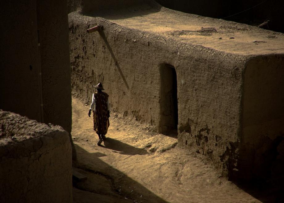 Masjid ini terbuat dari lumpur, kok bisa ya?