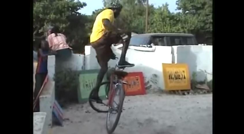 VIDEO: Freestyle menggunakan sepeda ontel kuno, gokil!