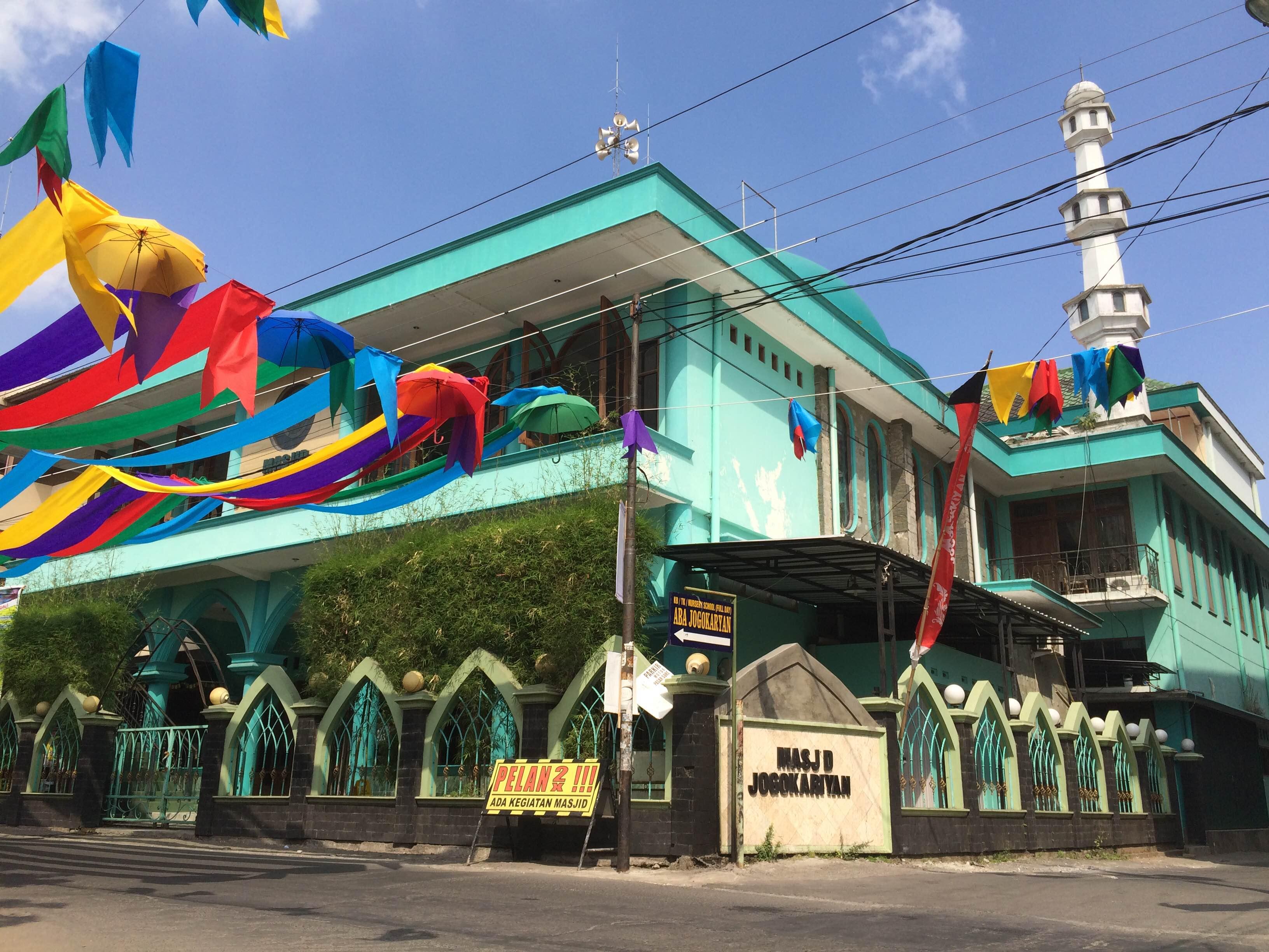 Jaga kerukunan, warga beda aliran bisa gantian berjamaah di masjid ini