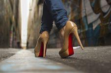 Ladies, jangan asal pilih high heels! Tingginya juga harus kamu ukur