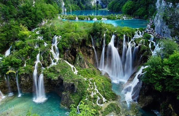 ditetapkan sebagai salah satu warisan budaya dunia oleh world heritage center tempat ini memiliki puluhan air terjun yang tidak hentinya mengalir