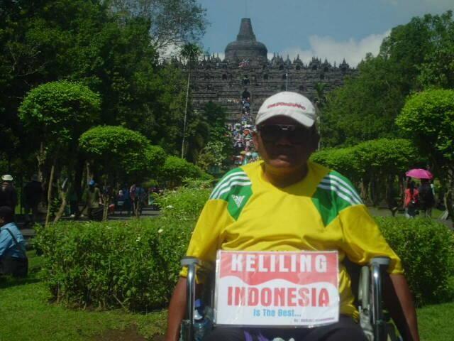 Pria ini keliling Indonesia dengan kursi roda membawa misi mulia