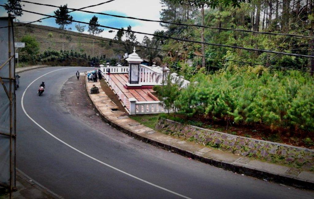 10 Tanjakan maut di Indonesia, pemudik jalur darat wajib waspada!