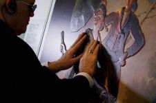 Pakai kacamata ajaib ini, tunanetra bisa menikmati lukisan