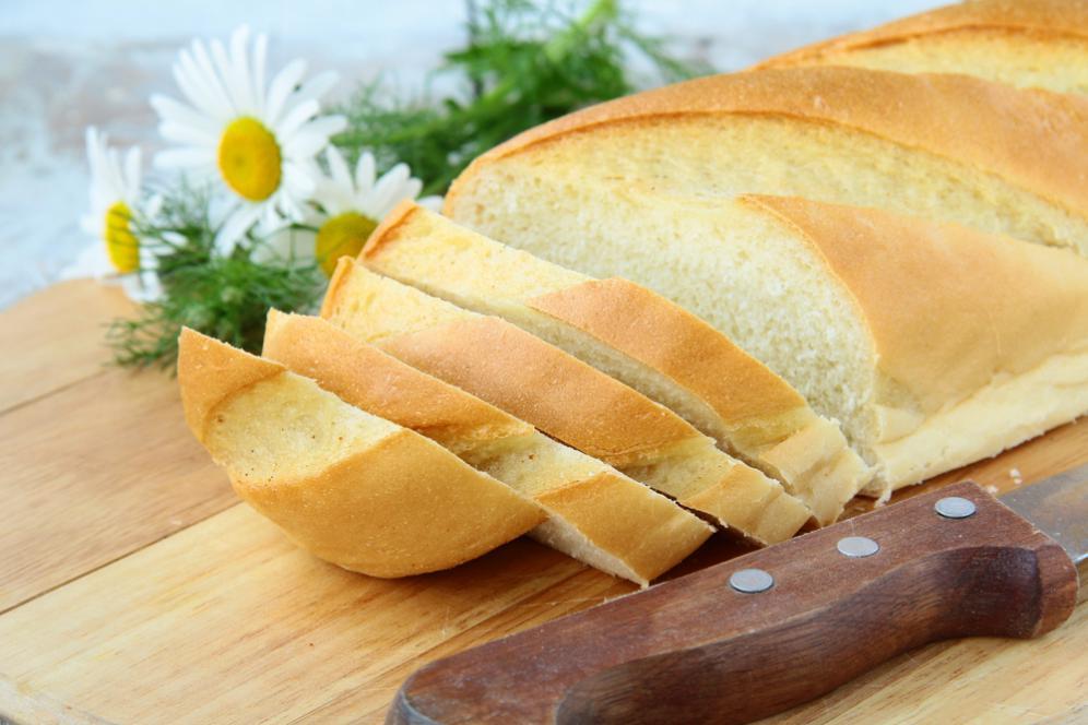 Roti jadi keras gara-gara kelamaan di kulkas? Gini cara melembutkannya