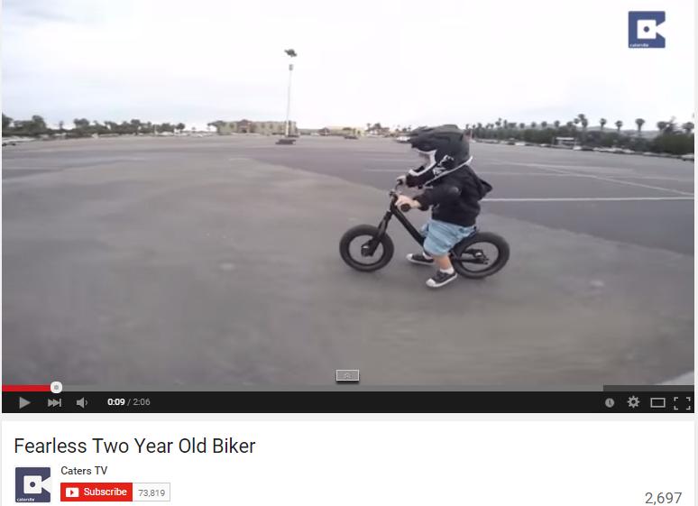 Anak umur 2 tahun ini bersepeda dengan kecepatan layaknya orang dewasa