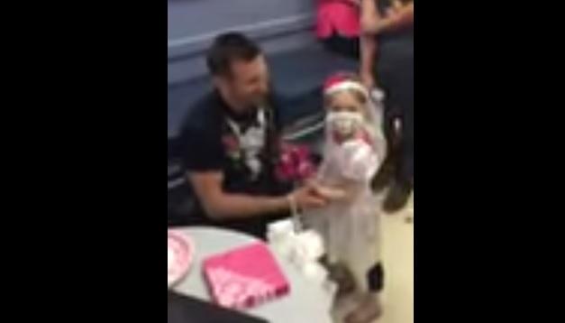 VIDEO: Bocah penderita leukimia 'menikah' dengan perawat pujaannya