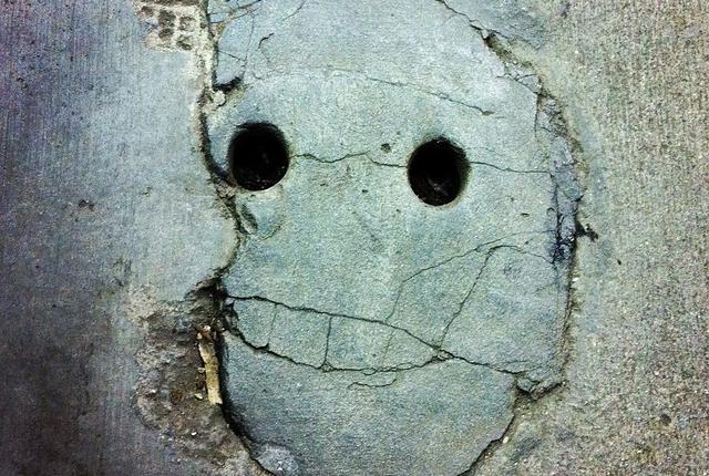 Orang-orang neurotik lebih mungkin melihat wajah di objek acak